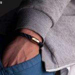 Hand in Hosentasche, angelegtes Armband Königsmakrele marineblau gedreht von Fischers Fritze