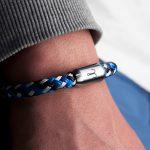 Maritimes Fischers Fritze Armband aus Segeltau, Makrele marineblau stahlblau weiss, Angelhaken Gravur am Handgelenk