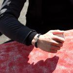 Maritimes Armband aus Segeltau Fischers Fritze, Makrele marineblau stahlblau silbergrau von Wellensurfer getragen
