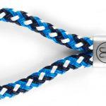 Fischers Fritze Segeltau Keychain Dicker Hering marineblau weiss blau mit Schluesselring und Edelstahl Gravur